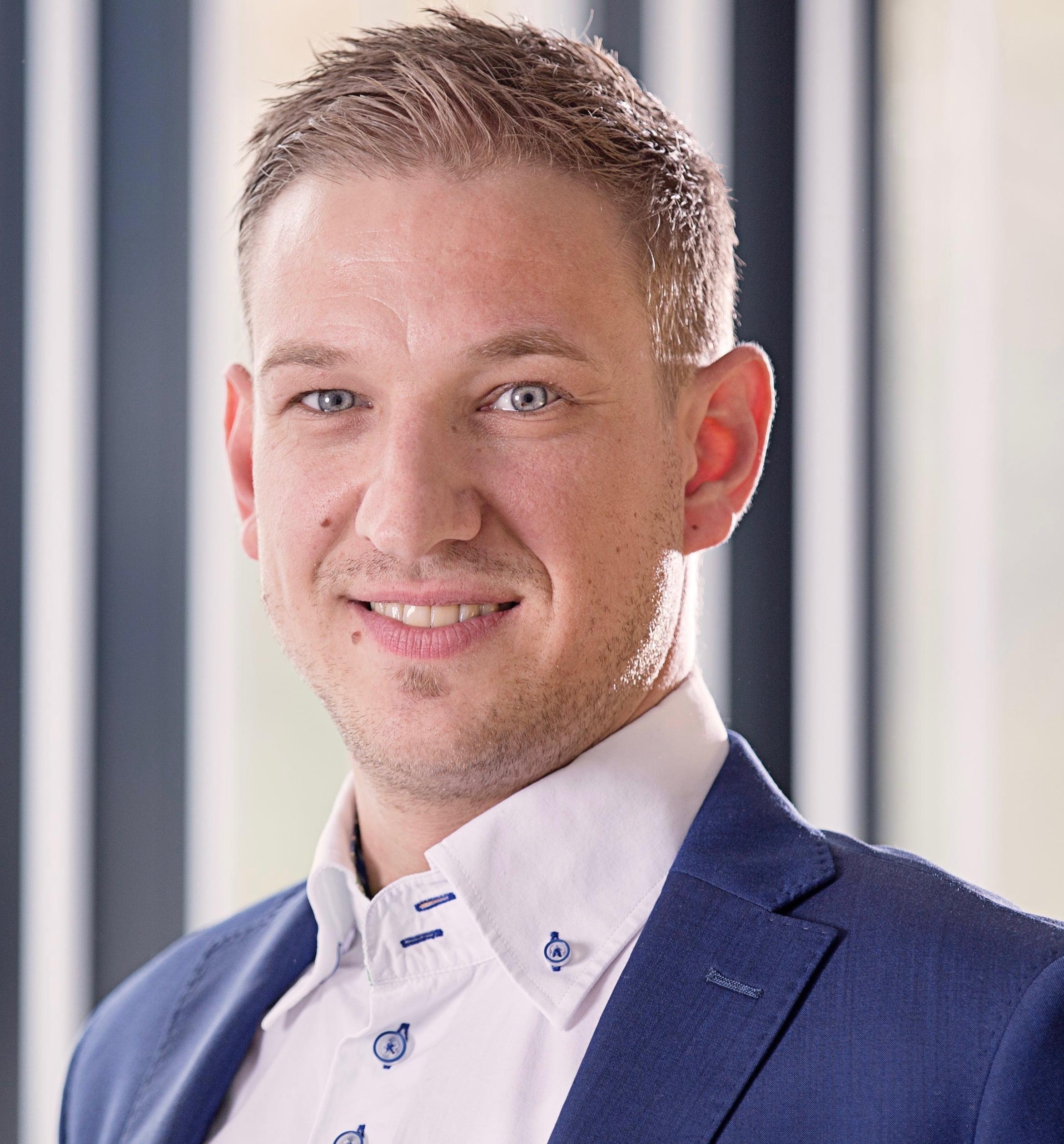 Dr. Karsten Engel